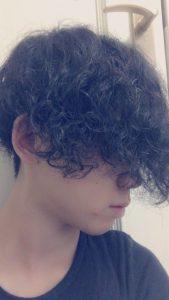 髪の毛を入社してから伸ばしているので半年経った今,経過を報告します。宮本