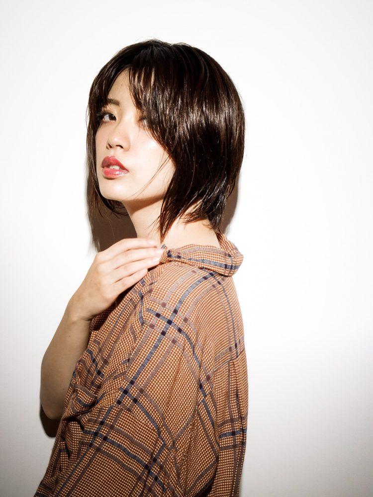 ダークカラーが際立つツヤ髪大人ショートボブ2 -武蔵小杉 美容室MOONヘアースタイル写真